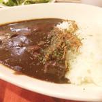 冨田書店 - 熟成牛スジ黒カレー スープ、サラダ、ドリンク付きで700円