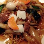 中国料理 萬里 - 五目焼きそばのアップ