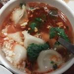 唐朝刀削麺 - サンラースープの水餃子