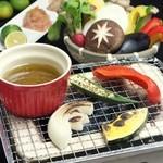神戸豚と産直野菜バル CACHETTE - 人気炙り野菜のバーニャカウダー