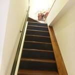 こまじろ - 内観 階段で2Fへ