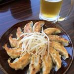 五味八珍 - 餃子とビール、最高ー!