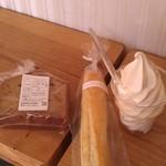 39095183 - H26/9ソフトクリーム、コンデンスミルクパン、ウエストパーム