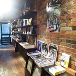 Rainy Day Bookstore & Cafe - 店内1