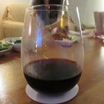 Three - ワインのグラスもありました。