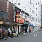辛口肉ソバ ひるドラ - 視点:裏通り沿い南向き(堺筋の1筋西)