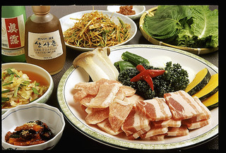 本場ソウルの味 味家 - サムギョプサルBセット 黒豚ばら肉ととろ肉に前菜、焼き野菜の盛り合わせ