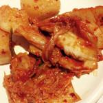 カルビガーデン - カクテキとキムチ。これもサラダバー
