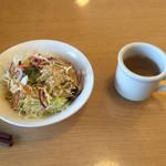 ハンバーグ オニオン - ★ライス+サラダ+スープ=320円     セットには付いてますが、単品メニュー      には付きません。