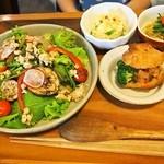ラスティカ - グリル夏野菜と鶏そぼろのさっぱり丼 セット