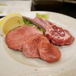 酒肴 居食亭 武蔵 - 料理写真:厚切り牛タンと生ラムチョップ