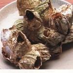フクサコ - ふじつぼ焼き。青森産。甲殻類でカニのようなお味。日本酒との相性◎