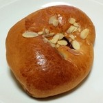 ボストンベイク - 料理写真:ストロベリージャムパン(90円)