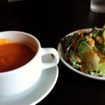 39110418 - トマトスープとサラダ(トマトスープはこってり系)