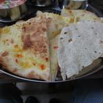 シバ パールバティ - ガーリックナンとパパド