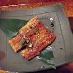 39111316 - 釜のご飯の上に乗り切らない蒲焼が別皿で。