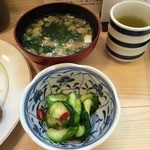 39112118 - 味噌汁、香の物、緑茶