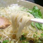 天雷軒 九段下 - 麺は中細ストレート
