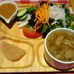キッチンカリオカ - はまっこセットのサラダとスープ