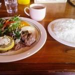 エルパソ - 料理写真:牛カイノミサイコロステーキ ジンジャーソース
