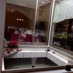 natural food cafe Marsa - お店の真ん中は噴水です。