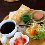natural food cafe Marsa - 真ん中の液体が・・・真面目な青汁です!