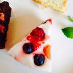 WILL cafe - 木苺とブルーベリーレアチーズケーキ