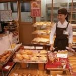 リトルマーメイド - 焼きたてパンがいっぱい並んでますよ!お待ちしています。
