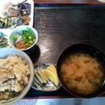 39120805 - 山菜ご飯とみそ汁、摘み草サラダ