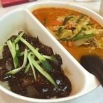 北京 - 手打ち麺の店!!!!! 餡が好みではないけどすごく中国的で良い。