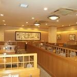 浜名湖サービスエリア 浜名亭 - 落ち着いた雰囲気でゆっくりとお食事をお楽しみください。