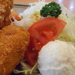 不二家レストラン - クリームコロッケとサラダ+ポテサラ