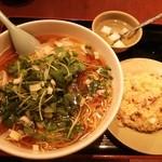 39124405 - ランチセット:ワンタン麺、チャーハン、杏仁豆腐