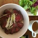 Table - ランチのローストビーフ丼
