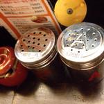鶏がららーめん 門扇 - 韓国一味と胡椒