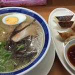 ラーメン九州 - 料理写真:ラーメンと餃子