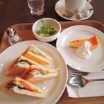 カフェ モロゾフ - 注文したのは、サンドウィッチランチセット860円 ・トーストサンドウィッチ  ハム&野菜&チーズまたはハム&レタス&エッグ ・ごぼうのサラダ ・デンマーククリームチーズケーキ ・コーヒーまたは紅茶