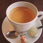 カフェ モロゾフ - ドリンクはコーヒーに。サンドウィッチとよく合います。