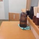 船場ラーメン - カウンター席(水はセルフ)