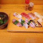 幸寿し - おすすめ握り鮨セット(赤だし付き)