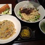 都来 - 汁なし担々麺の炒飯セット