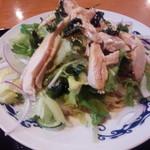 中華台湾屋台 三彩居 - 冷し鶏肉のサラダ麺アップ