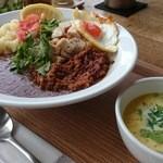 ブラウンオニオンカレーファクトリー - 料理写真:カレー&キーマ 玉子トッピング