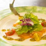 レストランアラスカ - 新鮮な魚にフレッシュなソースをかけて