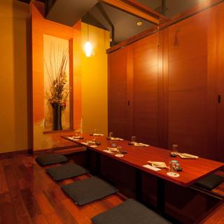 少人数の飲み会に最適な扉付き個室も完備!