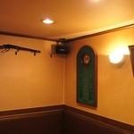 バッカス - ブラウンを基調とされた落ち着いた雰囲気の店内