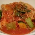 海月 - 海老とズッキーニとチンゲン菜のトマトソーススパゲッティ  素材同士が喧嘩せず美味しく融合してました。