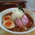 花うさぎ - 料理写真:魚介鶏出汁 味玉ラーメン・・特徴は、チャーシューですね