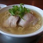 ぼたん - 肉だし塩ラーメン(750円)