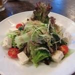 居酒屋SANUFA - 島豆腐と島野菜たっぷりサラダ